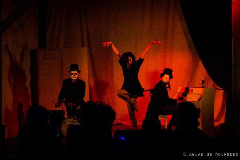"""Cabaret Comique International """"La Puta Calle"""" avec Cie. Opéra Chaotique (GR) pour la 1eère représentation @La Clinique Des Arts Bis SEPT 2012 ©Aglaé De Mourgues"""