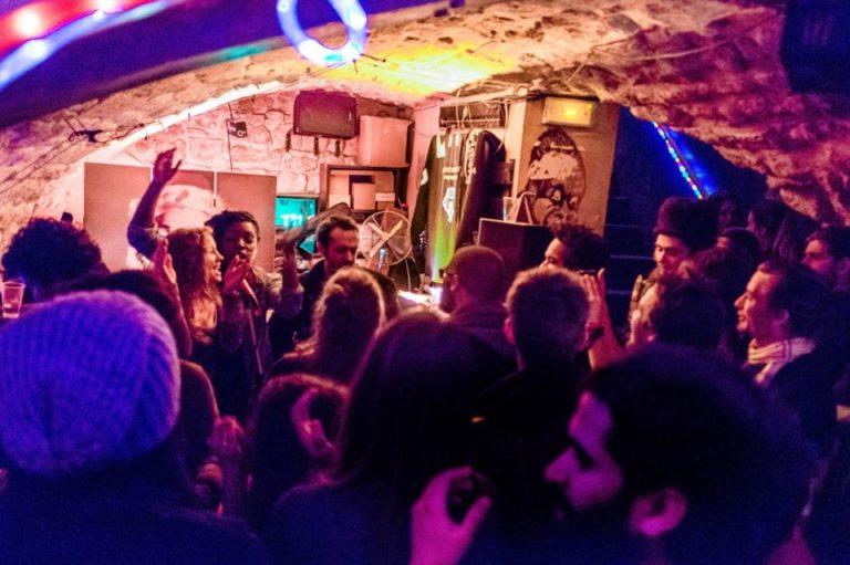 La Rouge Rouge Jam @l'Art Café Bastille Aujourd'hui connu sous Street Art Café, rue de Lappe où nous avons tenu la Jam entre 2013 & 2014 ©Sylvain Fraissé