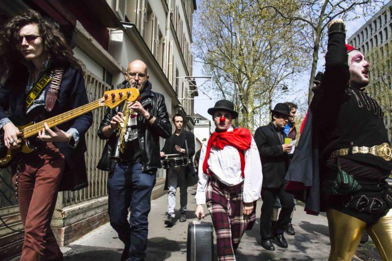 Déambulation dans les rue de Denfert-Rocherot avec le collectif@Les Grands Voisins le 16 AVR 2016 ©Clément Tissot