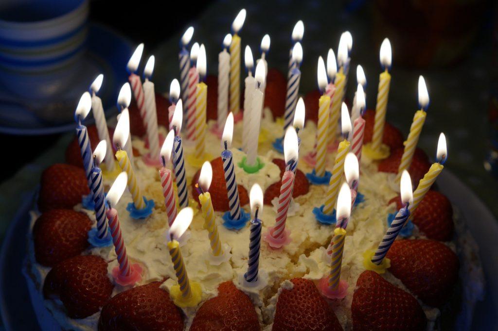 goûter d'anniversaire, magie, clowns, sculptures sur ballons enfants jeune public