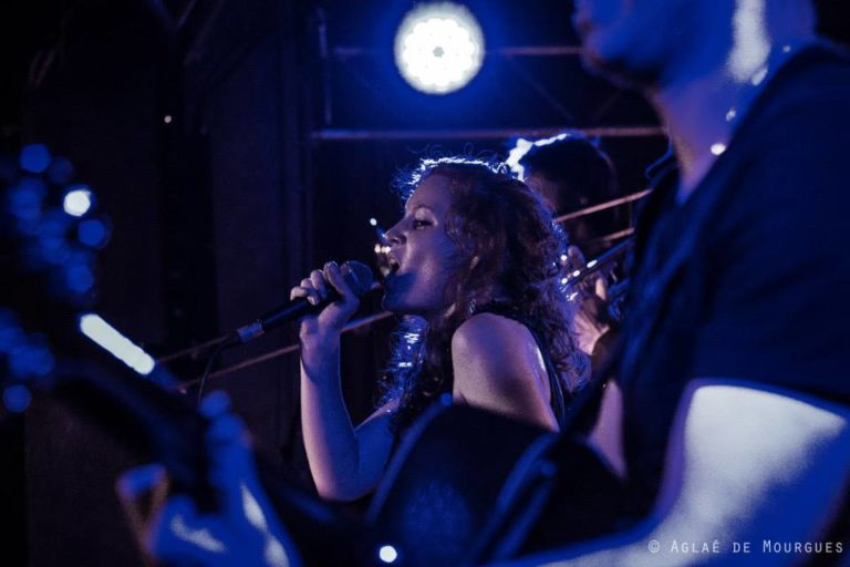 """Soirée """"Oh ! La Belle Rouge"""" avec Emji qui faisait son 2e concert de sa carrière @La Bellevilloise en OCT 2013 ©Aglaé De Mourgues"""